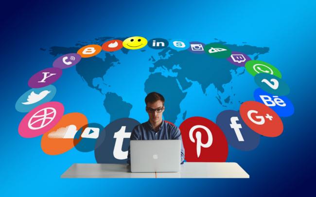 utiliser le système de publicité de Google et les réseaux sociaux